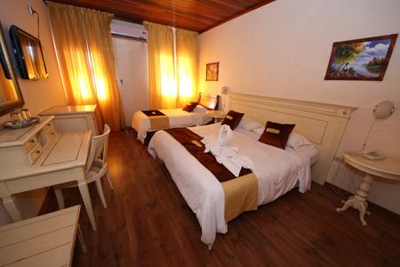 Habitación-Triple-Deluxe-hotel-swans-cay-bocas-del-toro